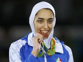 taekwondo-women-s-57kg-victory-ceremony_a37bba50-6632-11e6-b7cc-991406f1fe11