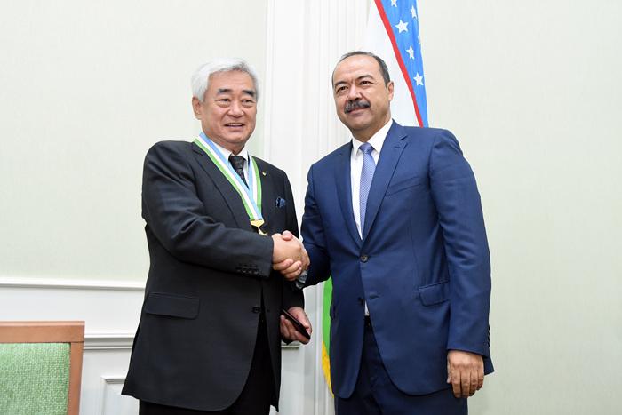 Στον Πρόεδρο του Ουζμπεκιστάν το 9ο DAN.